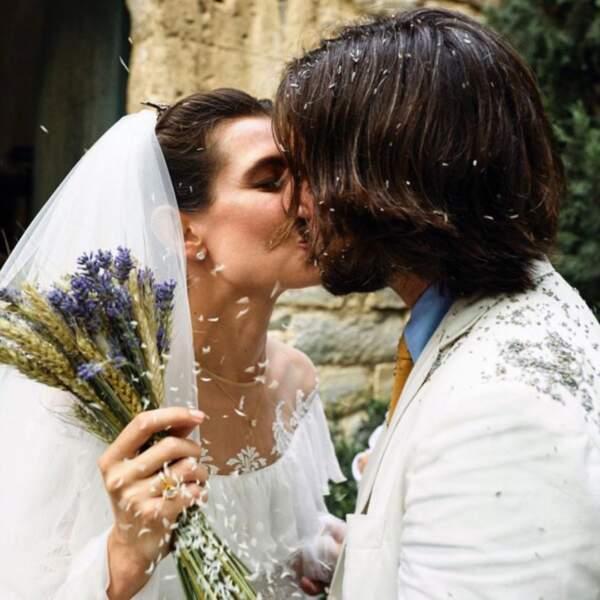 """Charlotte Casiraghi et Dimitri Rassam se disaient """"oui"""" religieusement le 29 juin 2019. Une cérémonie sous le signe... du chant."""