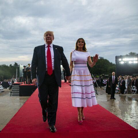 PHOTOS – Melania Trump sexy en robe d'été moulante pour la fête nationale