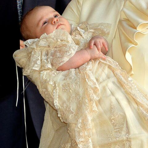 PHOTOS – Baptême du fils de Meghan et Harry: découvrez l'incroyable histoire de la robe de baptême d'Archie