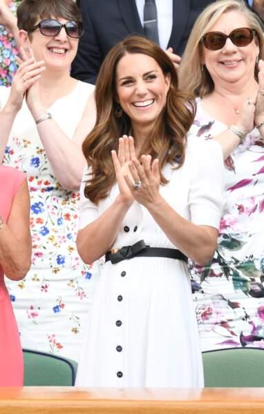 Non loin de la duchesse de Sussex, Kate Middleton a apprécié le match au tournoi de tennis de Wimbledon.