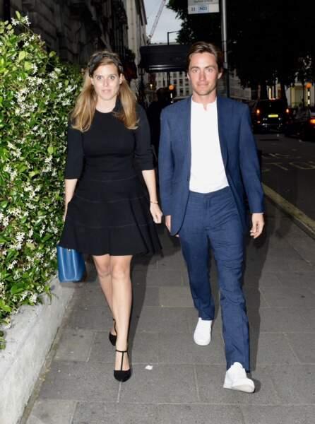 La princesse Beatrice d'York et son fiancé main dans la main au club Annabel's à Londres, le 9 juillet