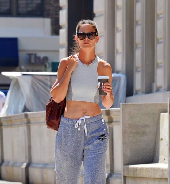 Katie Holmes en toute décontraction et la silhouette fittée dans les rues de New-York le 16 juillet 2019.