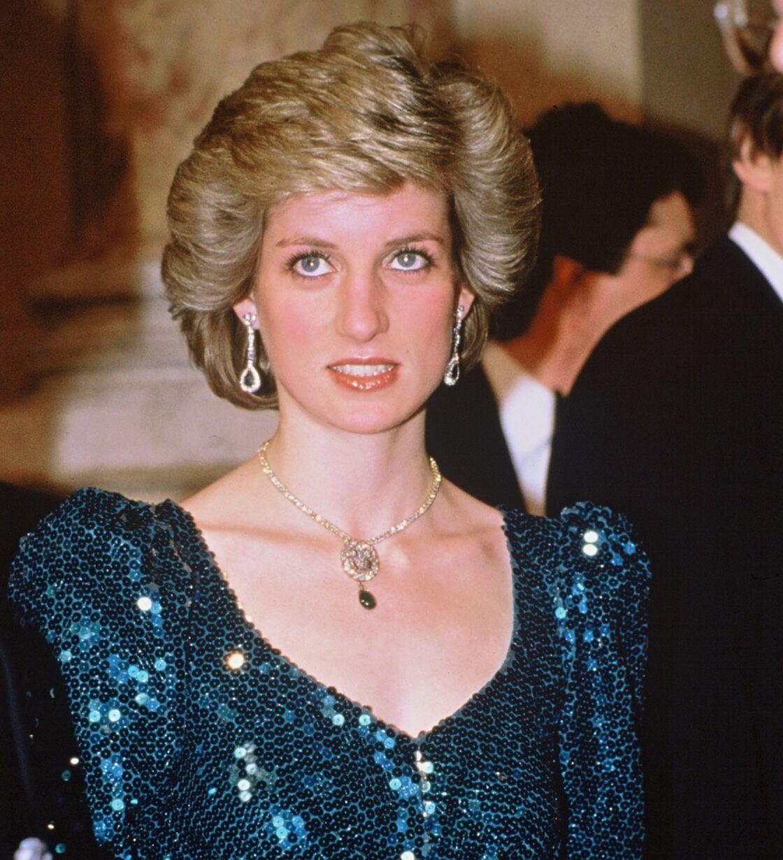Lady Diana, Princesse de Galles, arborant le fameux collier, à Vienne, en avril 1986.
