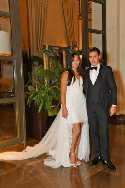 Enfin, pour la soirée de mariage Marie Chevallier portait une robe dévoilant ses jolies jambes et signée Rosa Clara
