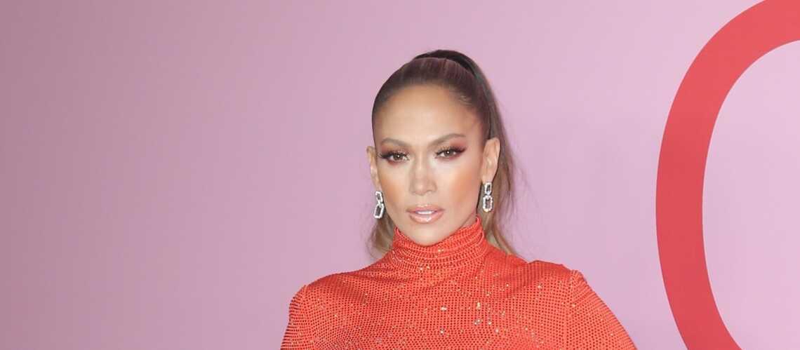 VIDEO – Jennifer Lopez, 50 ans, plus sexy que jamais sur une barre de pole dance! - Gala