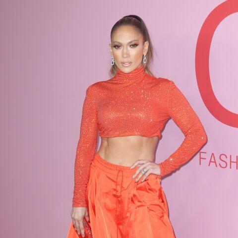 VIDEO – Jennifer Lopez, 50 ans, plus sexy que jamais sur une barre de pole dance!