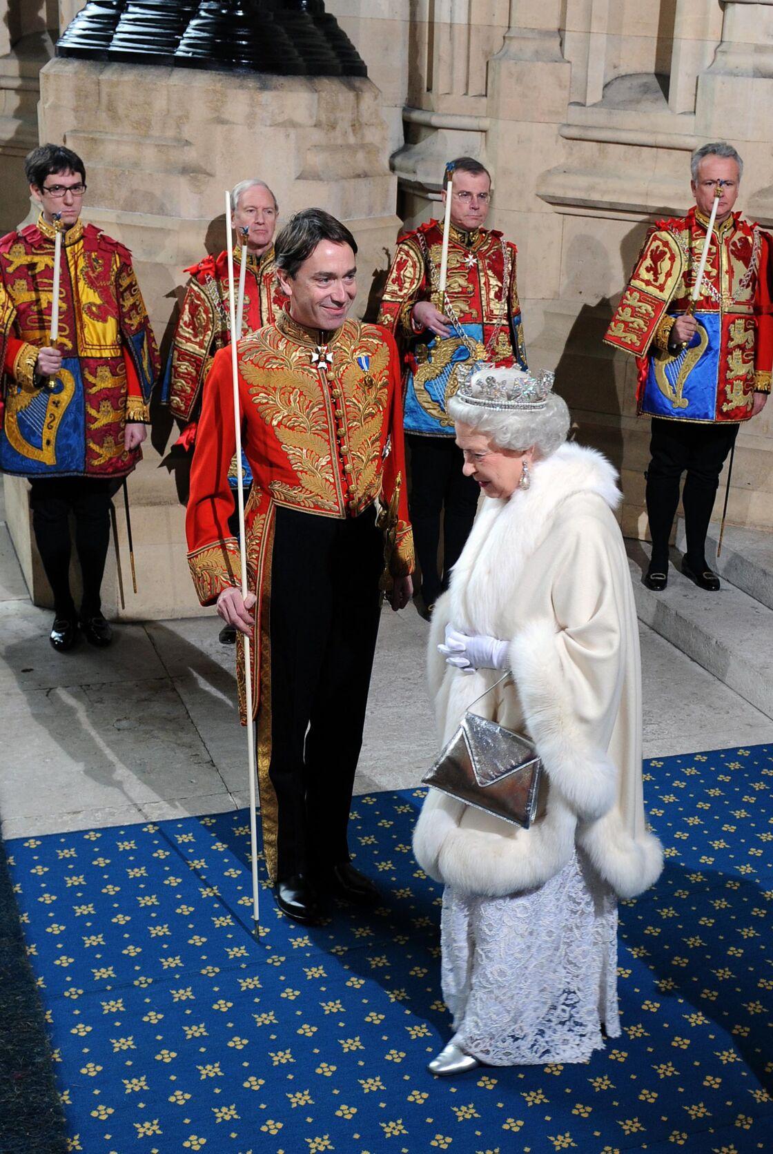 David Rocksavage, époux de Rose Hanbury, et la reine, lors de la cérémonie d'ouverture du Parlement, à Westminster, en 2008.