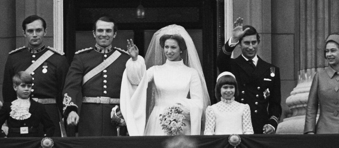 La princesse Anne et Mark Phillips, au balcon de Buckingham, après leur mariage en 1973.