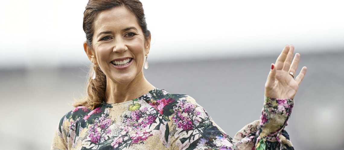 PHOTOS – Mary de Danemark, l'inspiration mode de Kate Middleton, radieuse dans une robe à fleurs - Gala