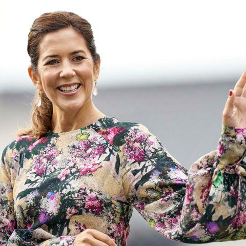 PHOTOS – Mary de Danemark, l'inspiration mode de Kate Middleton, radieuse dans une robe à fleurs