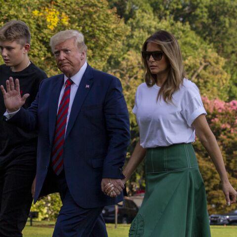PHOTOS – Fini les vacances! Donald et Melania Trump main dans la main pour leur retour à la Maison Blanche avec leur fils Barron