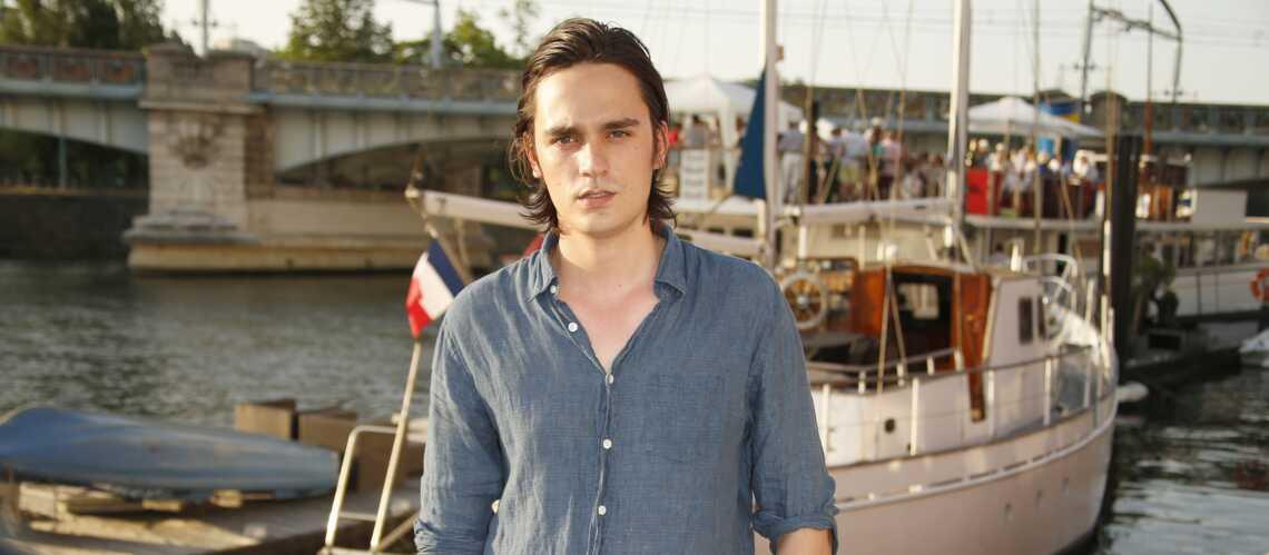 Alain-Fabien Delon s'est longtemps senti exclu : « J'étais le vilain petit canard de la famille » - Gala