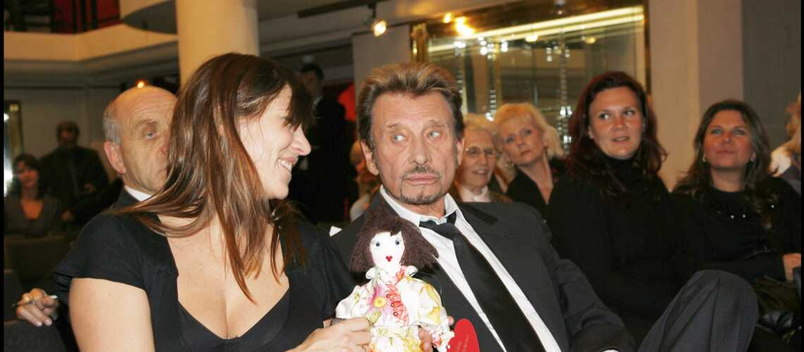 Johnny Hallyday : ses cadeaux qui manquent tant à Mathilde Seigner - Gala