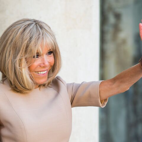 PHOTOS – Brigitte Macron icône de mode, ses looks au G7 sont encensés par la presse internationale