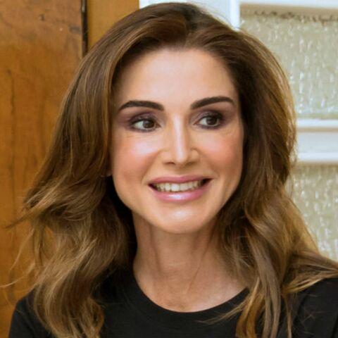 PHOTOS – Rania de Jordanie reine de la mode sculpturale en robe plissée