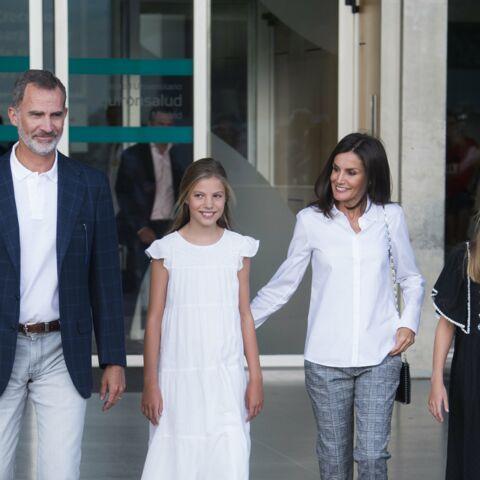 PHOTOS – Felipe, Letizia d'Espagne et leurs filles au chevet de Juan Carlos après son opération