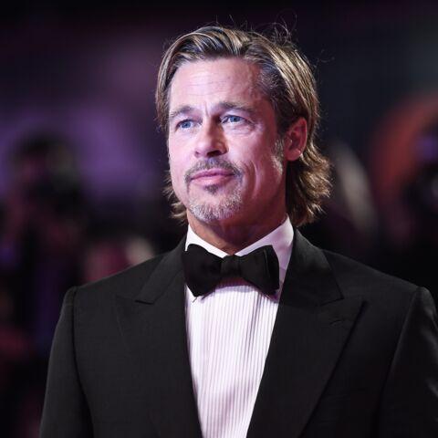 PHOTOS – Brad Pitt, plus classe que jamais, en smoking noir et allure décontractée à la Mostra