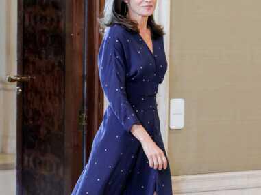 PHOTOS - Letizia d'Espagne chic en robe longue fendue signée Maje