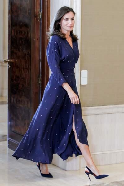 La reine Letizia d'Espagne en robe longue Maje lors d'une audience au palais Zarzuela à Madrid le 3 septembre 2019.