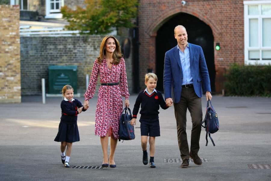 La princesse Charlotte et le prince George accompagnés de leurs parents pour leur rentrée des classes