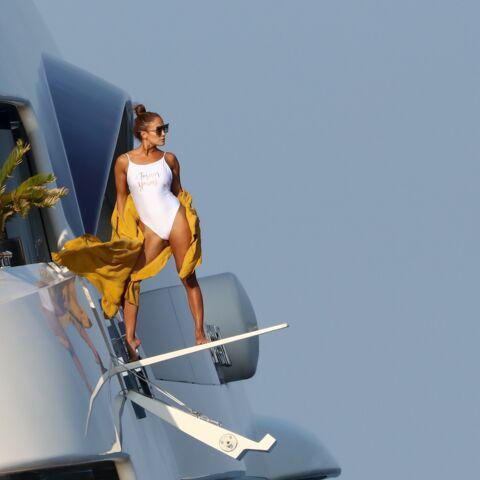 PHOTOS – Jennifer Lopez, 50 ans, plus sexy que jamais en maillot de bain