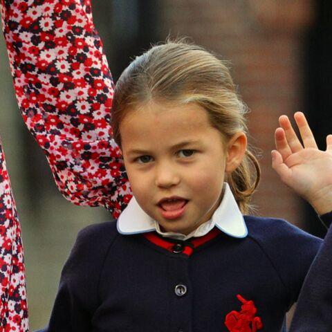 PHOTOS – La princesse Charlotte fait sa rentrée: son nouvel accessoire de mode va vous faire craquer!