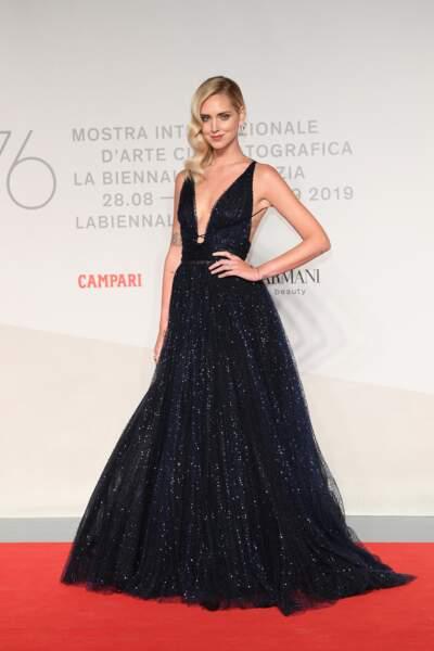 A la Mostra de Venise, Chiara Ferragni a foulé le tapis rouge dans une robe Dior. Divine !
