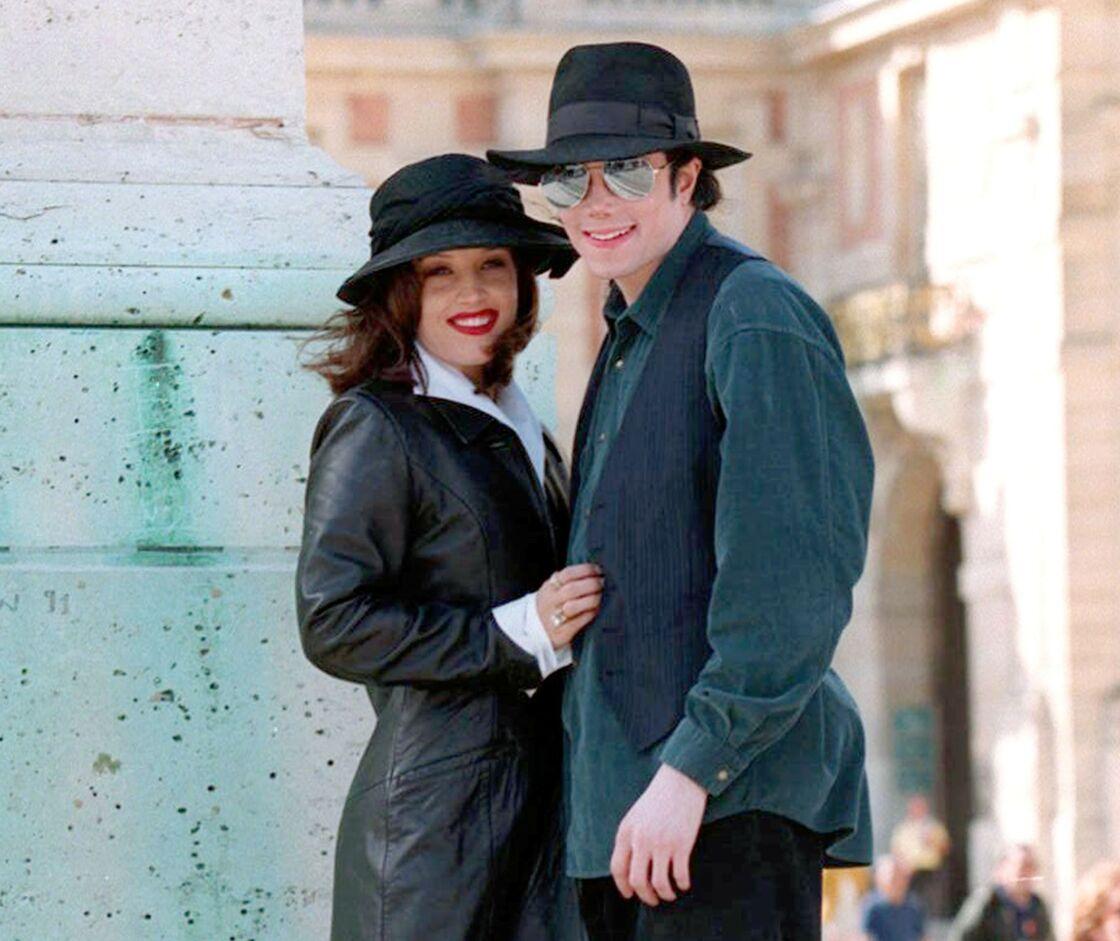 Lisa Marie Presley et Michael Jackson au château de Versailles, en septembre 1994.