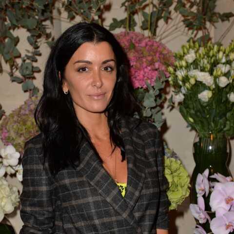 PHOTOS – Jenifer élégante en veste de blazer à carreaux, parfaite pour la rentrée