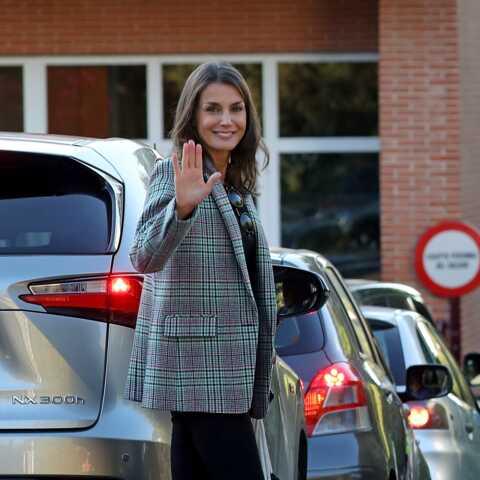 PHOTOS – Letizia d'Espagne dans un look décoiffant pour la rentrée de ses filles