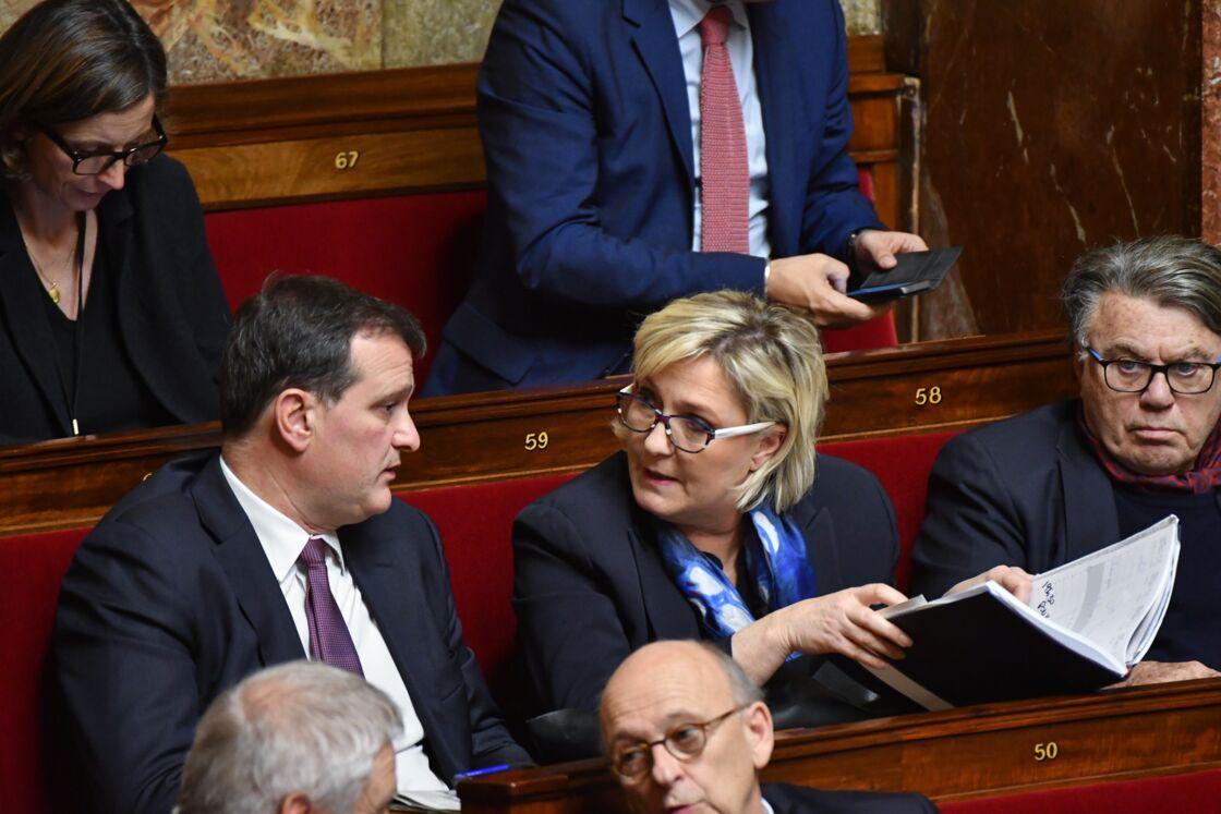 Louis Aliot et Marine Le Pen, inséparables, jusque dans l'hémicycle de l'Assemblée Nationale, à Paris, le 16 janvier 2018.