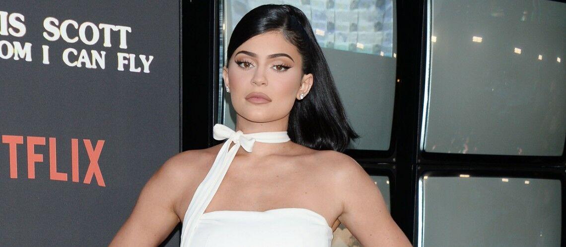 PHOTO – Kylie Jenner affiche un vertigineux décolleté en couverture de Playboy - Gala