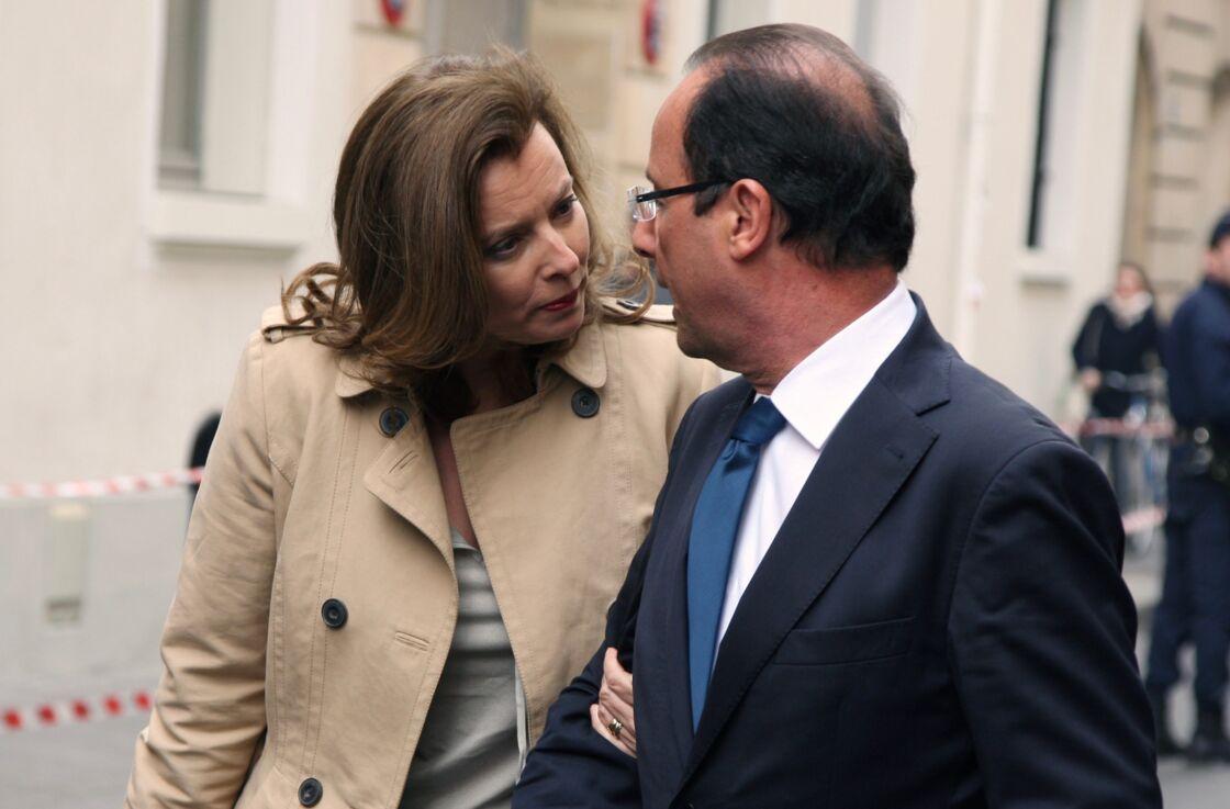 Valérie Trierweiler et François Hollande arrivent à Sciences Po, à Paris, le 5 avril 2012.