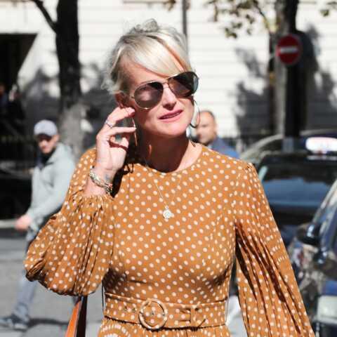 PHOTOS – Laeticia Hallyday ne porte plus la croix de Johnny depuis son arrivée à Paris