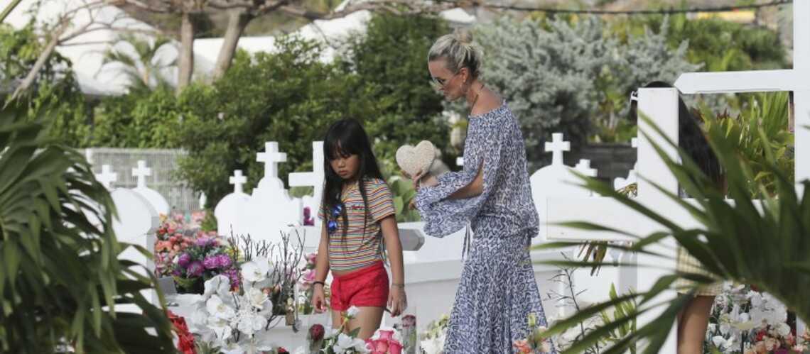 Tombe de Johnny Hallyday : le grand ménage a commencé au cimetière de Saint-Barth - Gala