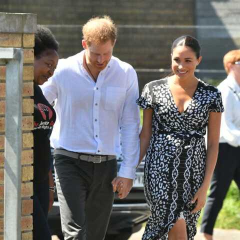 PHOTOS – Meghan Markle ravissante au Cap dans une robe portefeuille déjà en rupture de stock!