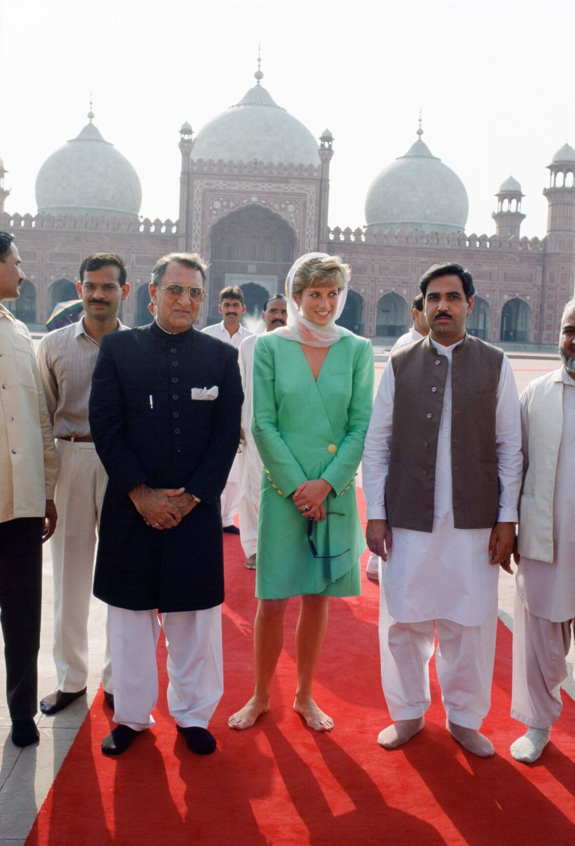 Lady Di en visite dans une mosquée au Pakistan
