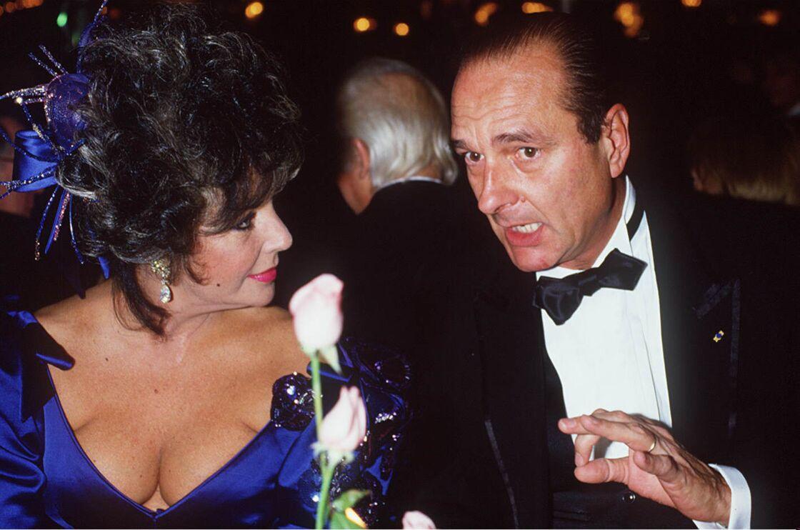 Jacques Chirac et Elizabeth Taylor, à Paris, le 26 novembre 1985.