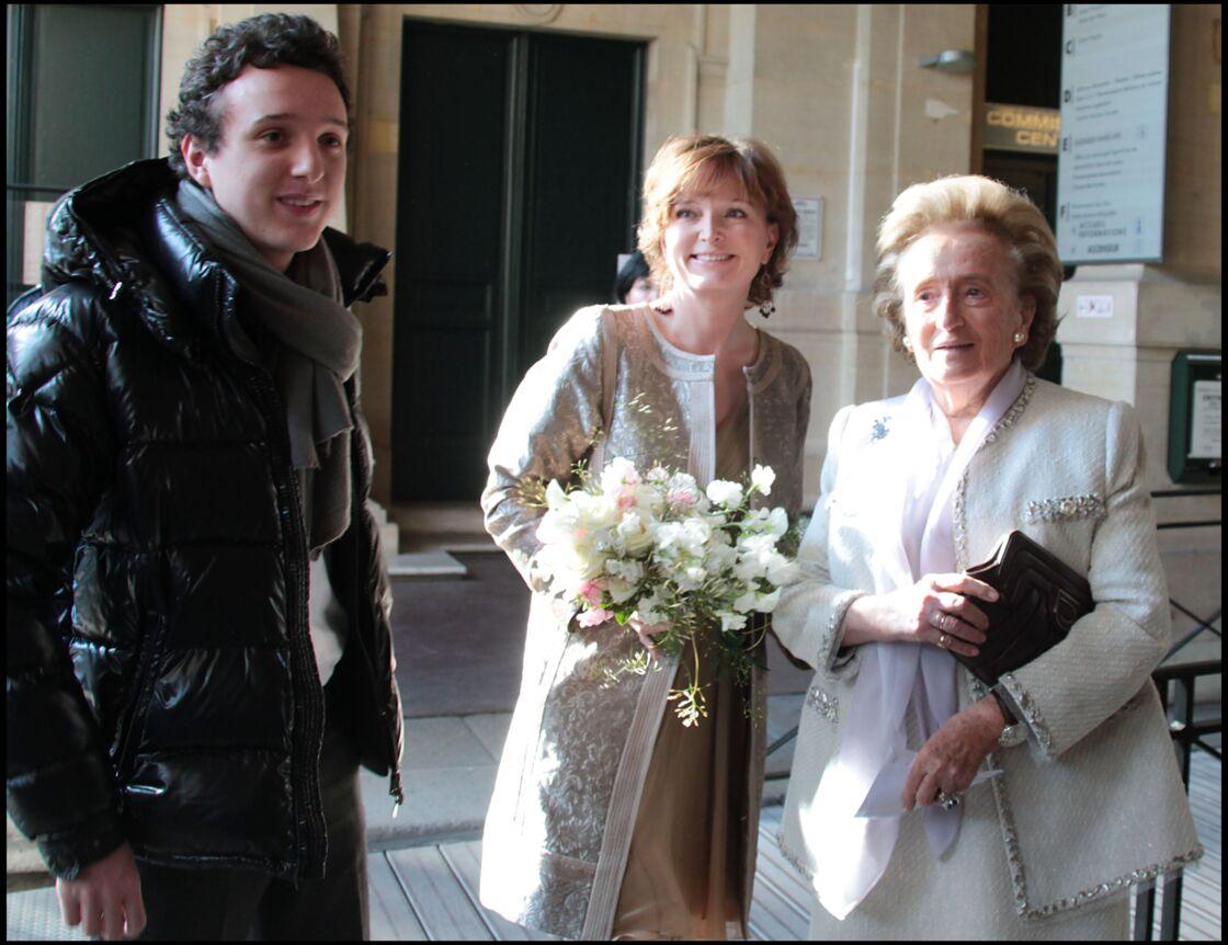 Claude Chirac le jour de son mariage en 2011 avec son fils et sa mère
