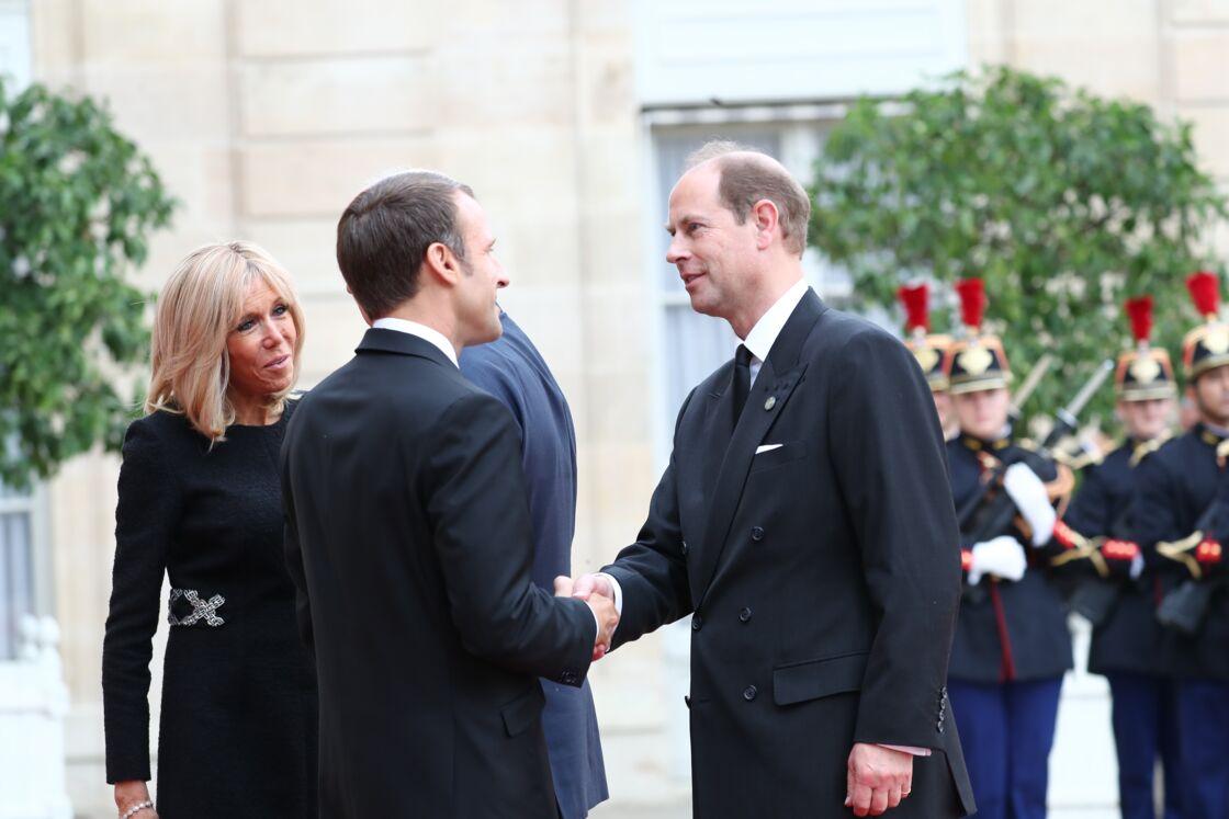 Le prince Edward salue Emmanuel et Brigitte Macron à l'Elysée, ce 30 septembre