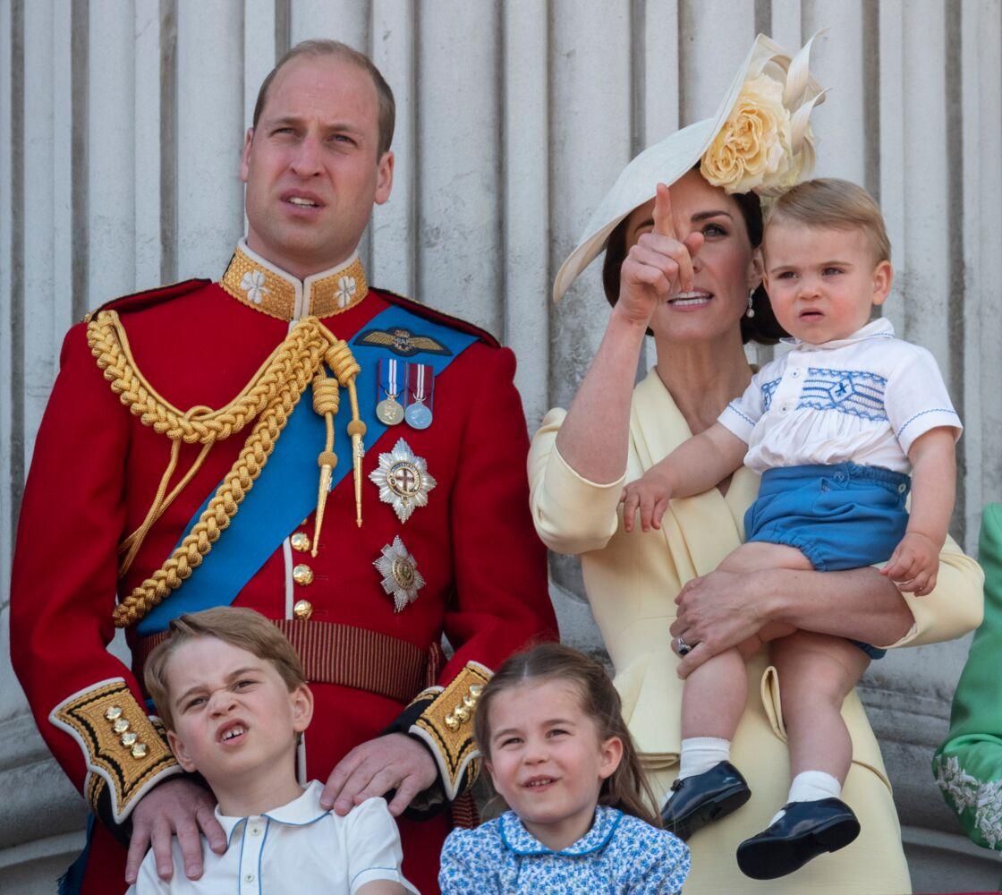 Les Cambridge au balcon du palais de Buckingham lors de la parade