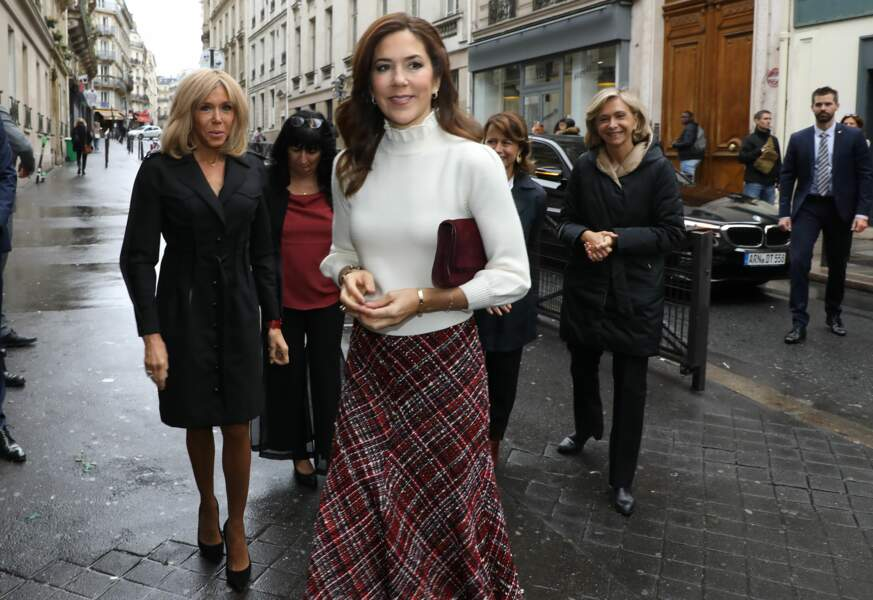 Brigitte Macron et Mary du Danemark visitent ensembles la cité scolaire du lycée Lamartine à Paris