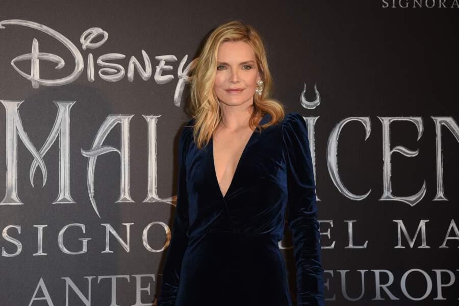 """Michelle Pfeiffer beauté tout en contraste à la première de """"Maléfique 2"""", à Rome, le 7 octobre 2019."""