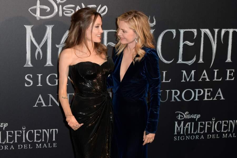 """Angelina Jolie et Michelle Pfeiffer très complices à la première de """"Maléfique 2"""", à Rome, le 7 octobre 2019."""
