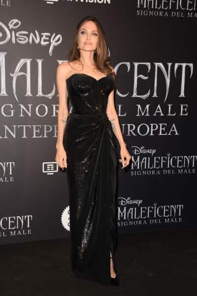 """Angelina Jolie diva ténébreuse à la première de """"Maléfique 2"""", à Rome, le 7 octobre 2019."""