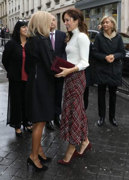 Brigitte Macron et Mary du Danemark stylées en escarpins à Paris