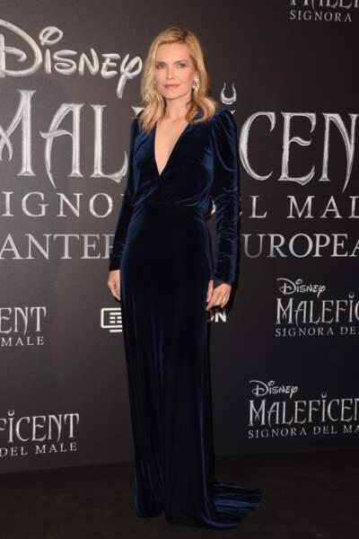 """Michelle Pfeiffer blondeur solaire et tenue dark à la première de """"Maléfique 2"""", à Rome, le 7 octobre 2019."""