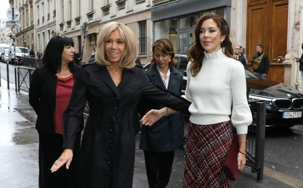Brigitte Macron et Mary du Danemark, très complices et tactiles