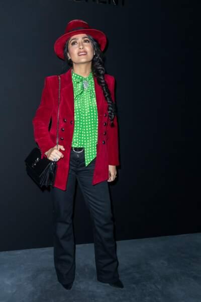 Salma Hayek est une créative (actrice, réalisatrice et productrice) et n'a jamais eu peur de s'affirmer ! Le rouge  bordeaux était fait pour elle.