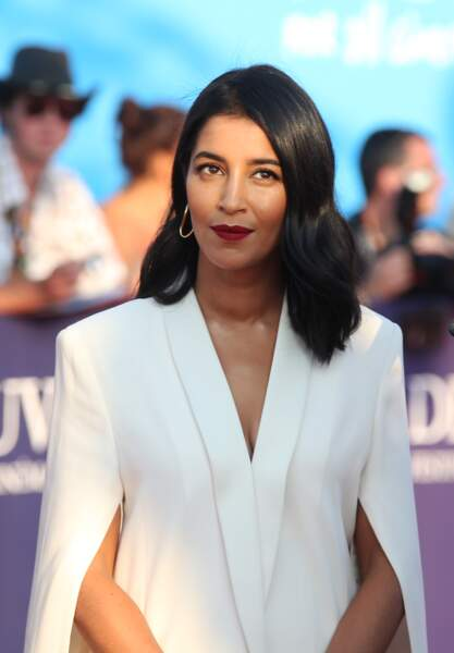 Si Leïla Bekhti n'est pas blonde, elle a indéniablement le charme des héroïnes hitchcockiennes. Le rouge bordeaux est l'un de ses atouts pour briller sur les tapis rouge.